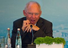 Choc Germania. Surplus commercio, il falco Schaeuble avverte Draghi