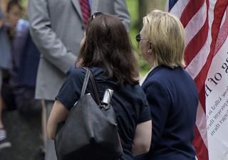 Clinton colta da malore: affetta da polmonite (VIDEO)