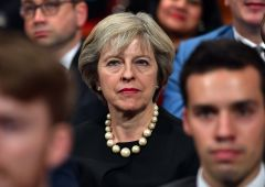 """Theresa May: """"Entro fine marzo 2017 inizia la Brexit"""""""