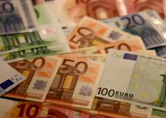 Euro in vigore da 15 anni: tutti i rincari boom. Pizza +123%, caffé raddoppia