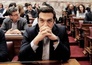 Grecia rimanda emissione primo Bond post bailout a causa dell'Italia
