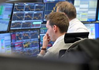 Borsa, trader fanno le loro mosse aspettando novità da Francia, Corea e trimestrali