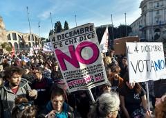 """FT: """"Stabilità più importante di riforme, Renzi resti anche se vince No"""""""
