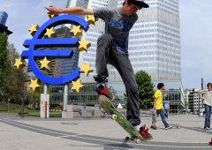 """Euro, tonfo peggiore da Brexit. """"Verso parità con dollaro, come approfittarne"""""""