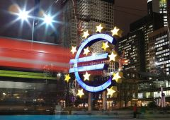 """Mediobanca: """"Italia risparmia uscendo dall'euro"""""""