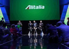 Alitalia verso 1600 esuberi e manca piano industriale. Sindacati in fermento