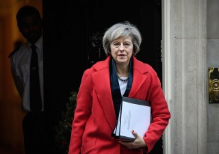 Brexit, May chiede elezioni anticipate: sterlina scossa