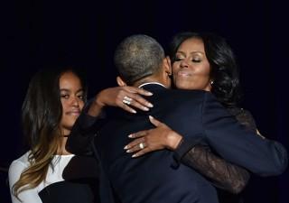 Barack Obama saluta l'America: