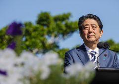 Scandalo Giappone, premier Abe nella tempesta