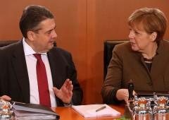 """Gabriel: Merkel ha gestito crisi migranti con """"ingenuità e baldanza"""""""