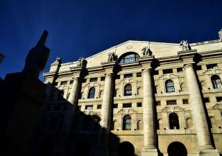 Borse incerte: Milano attende verdetto S&P, fari su Pil Usa