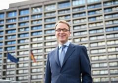 Weidmann vuole il posto di Draghi, ma Merkel lo blocca