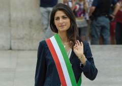 Roma (e M5S) a pezzi: regalo-polizza da 30.000 euro da Romeo a Raggi