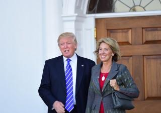 A favore delle armi a scuola, Betsy DeVos nuovo ministro Istruzione Usa