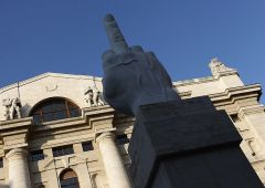"""Italia """"perde"""" anche Borsa Milano: 93% agli stranieri"""