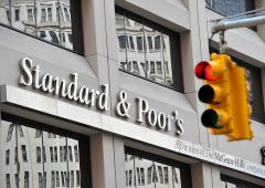 "S&P Global: ""aumentano chance recessione Usa"""