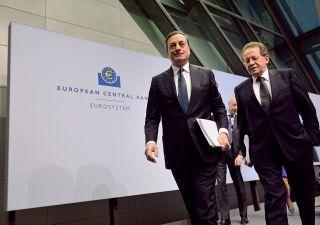 Draghi all'Europa: inflazione debole,