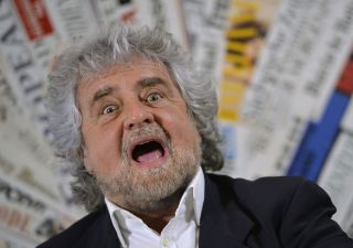 Pd querela Grillo che si smarca: