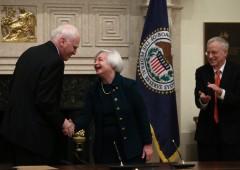 Mercati illusi da Trump. Btp e sterlina sotto attacco
