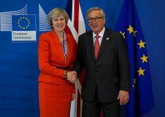 Theresa May sulla Brexit: vorrei rimanere ma non posso