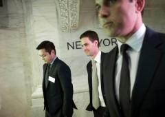Banchieri Wall Street brindano, bonus per 140 mila dollari