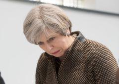 UK, May sconfitta: potere di veto al Parlamento su Brexit