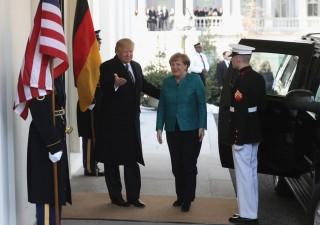 Merkel vola da Trump, due mondi si scontrano
