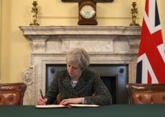 """Uk, """"May sarà sostituita e Brexit potrebbe saltare"""""""