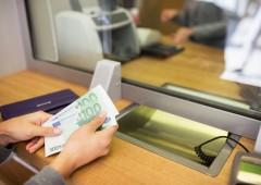 Conti correnti: tenere i soldi in banca costa soprattutto ai single