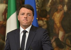 Primarie Pd, Renzi verso trionfo ma è flop affluenza: elettori dimezzati