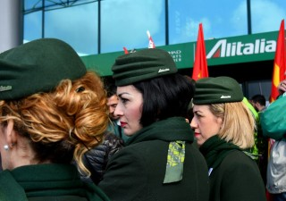 Alitalia: rischio esuberi con ingresso di Delta Airlines e Air France Klm
