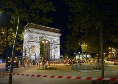 Attentato sugli Champs Elysees: fuoco sulla polizia, un morto