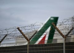 Alitalia avvia cassa integrazione, rischia ganasce agli aerei