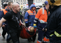 Putin a San Pietroburgo, doppia esplosione nella metro: 11 morti