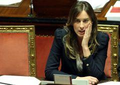 "Crac Etruria, bufera su ministro Boschi: ""Chiese a Unicredit di comprarla"""