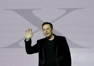 Tesla in rosso, ma ricavi raddoppiano. Boom di ordini per Model 3