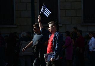 Tspiras cede ai creditori: nuova austerity in Grecia