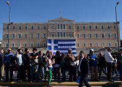 Grexit: Fmi parteciperà al terzo salvataggio. Tspiras sempre meno popolare