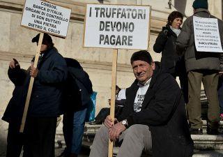 Banca Etruria: lavoratori contro risparmiatori: guerra tra truffati