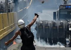 Venezuela: volano bombe di feci, valuta implosa -100%
