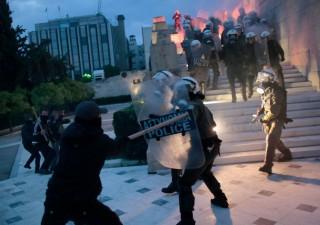 Grecia: ok Parlamento a nuova austerity. Fuori è il caos
