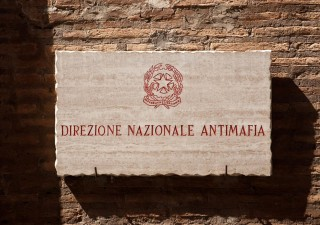 CRIMINALITA' & PUBBLICA AMMINISTRAZIONE: Sciolto per camorra il Comune che chiude un occhio sulle aziende dei clan