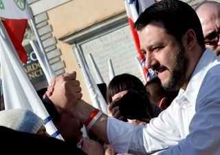 Ballottaggi, avanza il centrodestra. Vince a Genova e L'Aquila