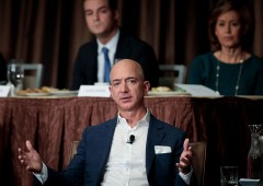 "Bezos denuncia: ""tabloid vicino a Trump mi ricatta"""