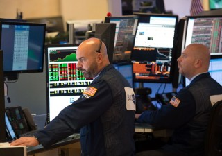 Mani forti in agguato sui titoli delle banche italiane