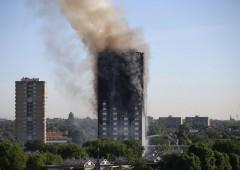 Londra: incendio in un grattacielo, ci sono vittime