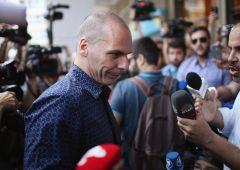 Varoufakis svela retroscena crisi greca, troika trema