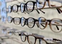 Occhiali da vista o lenti a contatto: le scelte di manager e private banker