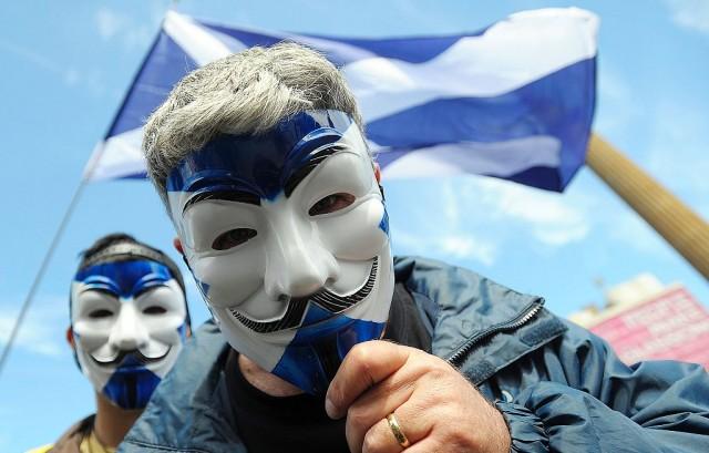 Manifestanti favorevoli all'indipendenza della Scozia dal Regno Unito. La Brexit rischia di spaccare il blocco britannico