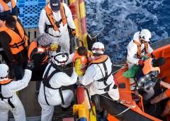 Sea Watch, sbarcano migranti: lite nel governo